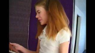 A vöröshajú diáklány imádja a faszt