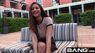 Nina, az ártatlan főiskolás lány